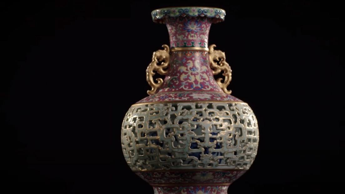 Apró kínai porcelán váza