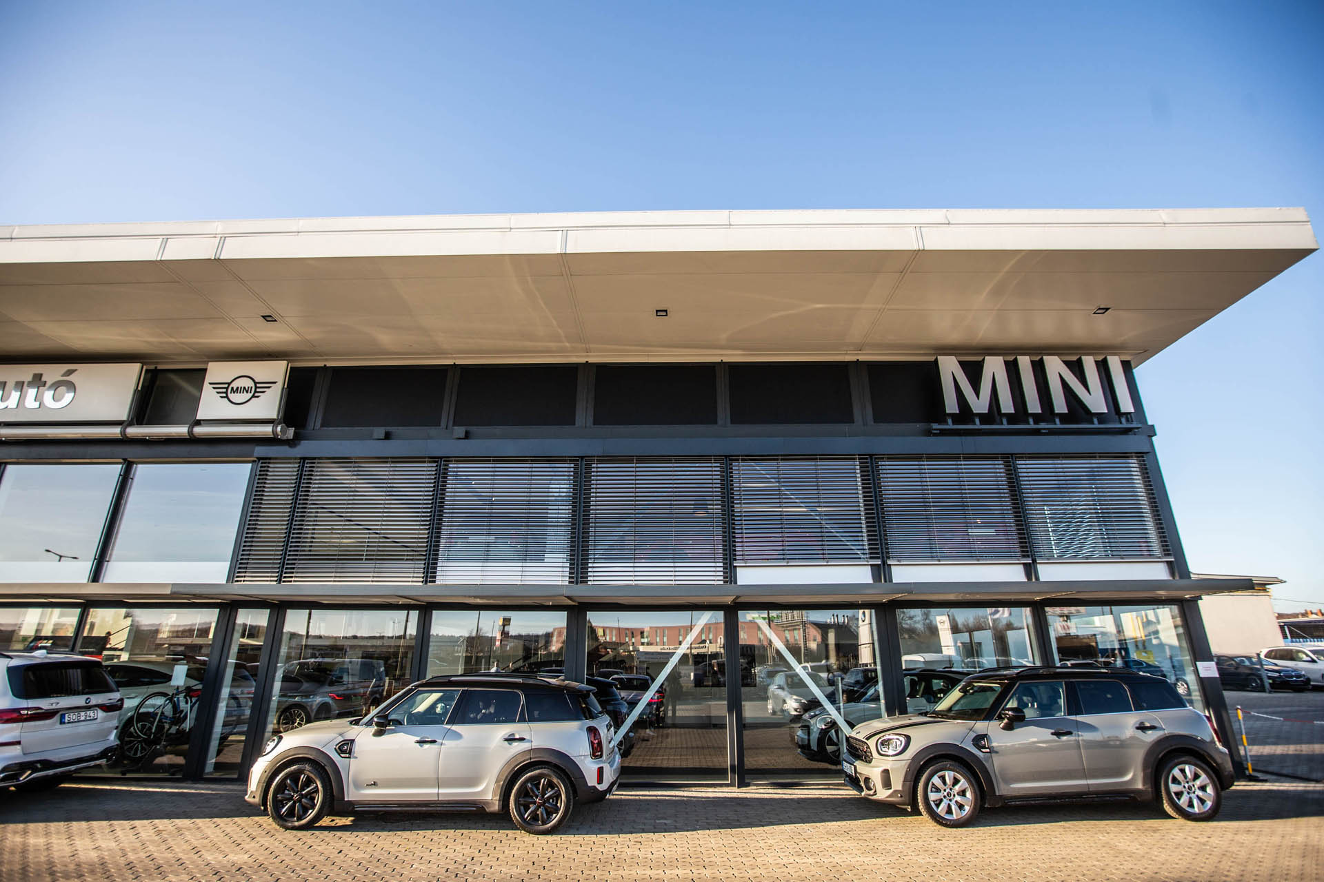 Autosvilag Rack Auto Kft Mini Markakereskedest Nyitott