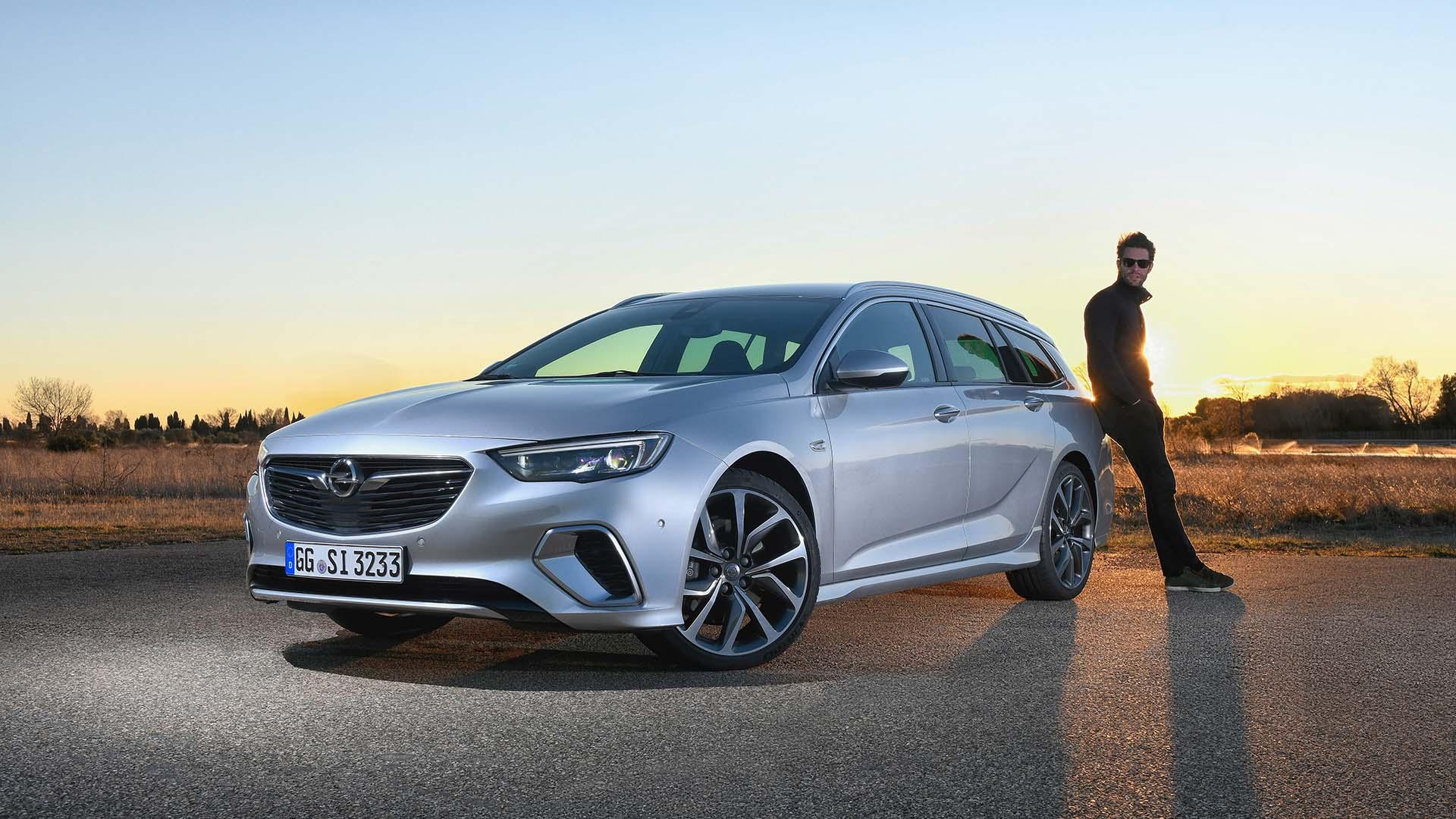 https://www.autosvilag.com/images/markak/Opel/Insignia_GSi/Opel-Insignia-GSi-Sports-Tourer-7.jpg